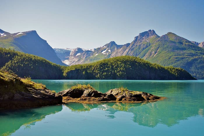 Norway is a good country for data privacy and to host websites offshore