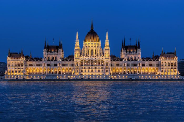 How to get Hungarian citizenship by descent or investment