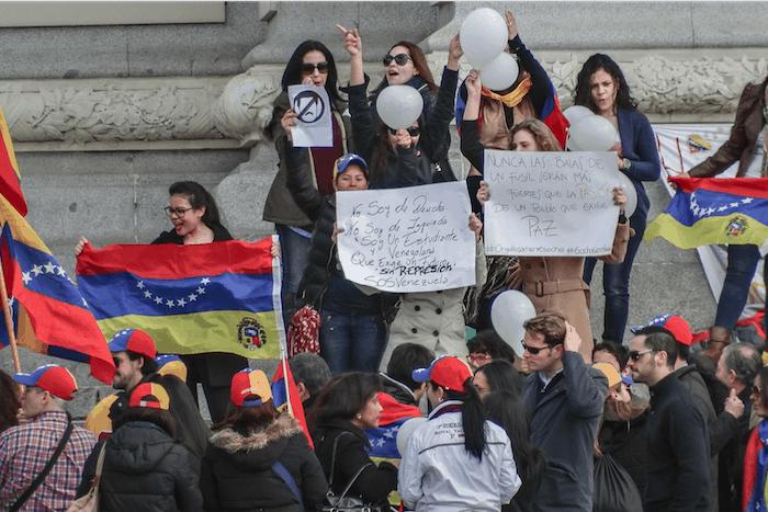 Venezuelan economy disintigrating into chaos