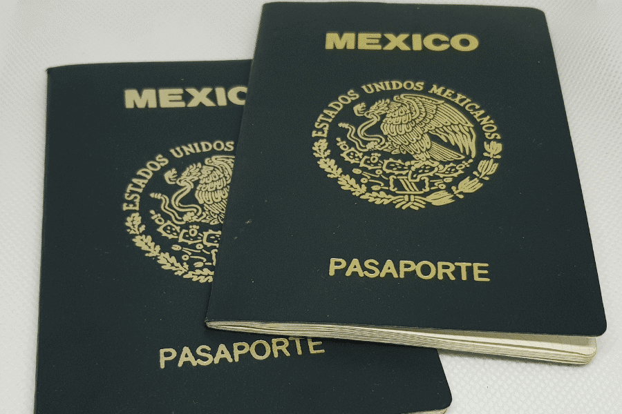 OBTAINING RESIDENCE AND CITIZENSHIP IN MEXICO